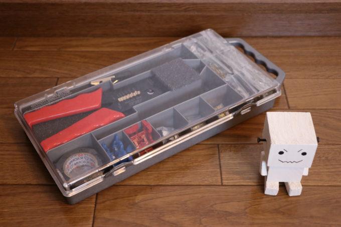 電工ペンチと検電テスター